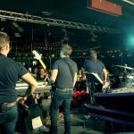 På scenen